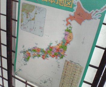 くもんの日本地図、を貼っている障子